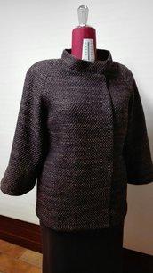 Cappottino corto, elegante, linea dritta, manica svasata