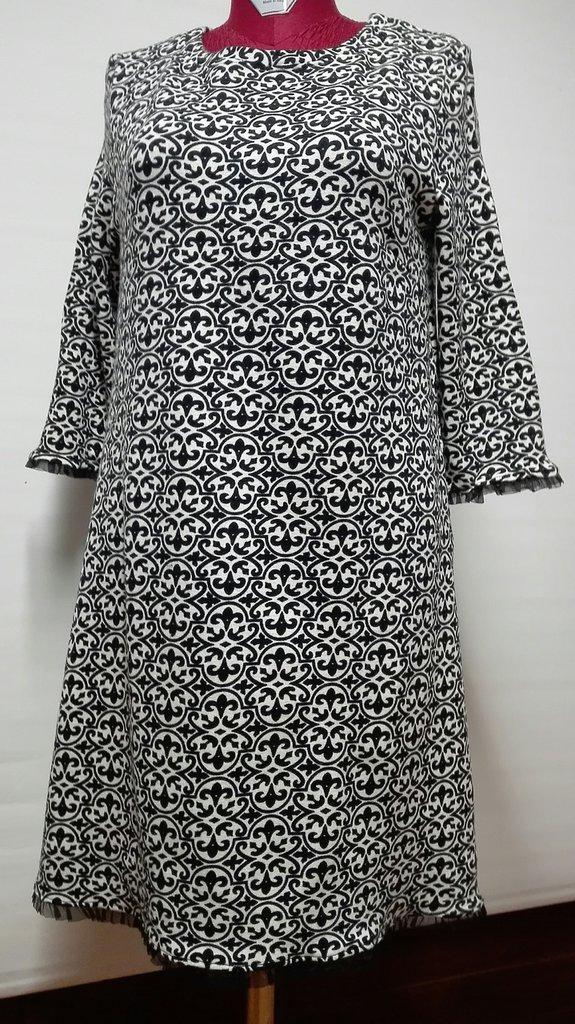 abito in maglina di lana fantasia bianco e nero, manica lunga rifinita in organza nero Tg. 46