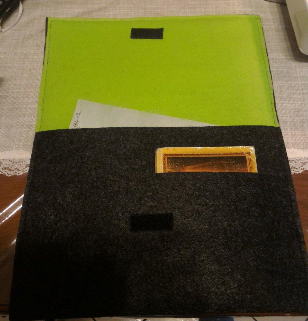 Cartellina feltro porta- documenti