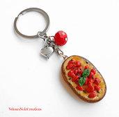 Portachiavi bruschetta con pomodoro e basilico in fimo