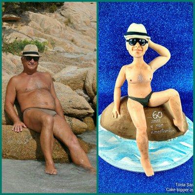 Caricatura cake topper uomo in spiaggia