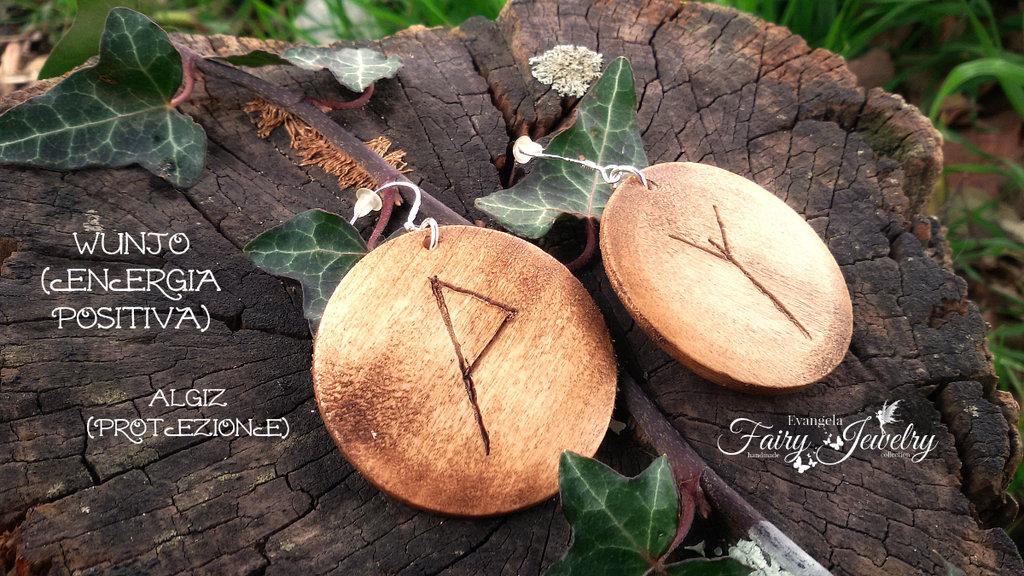 Orecchini rune celtiche protezione energia positiva legno inciso a mano cerchi pendenti