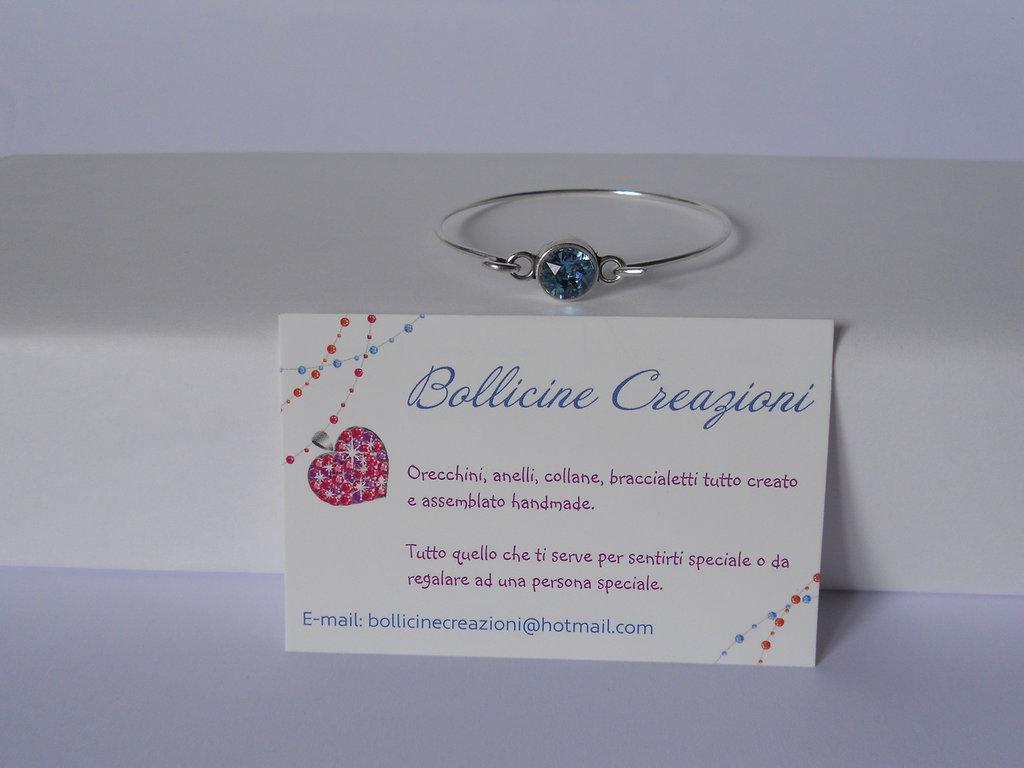 Bracciale rigido in ottone color argento con chaton Swarovski blu