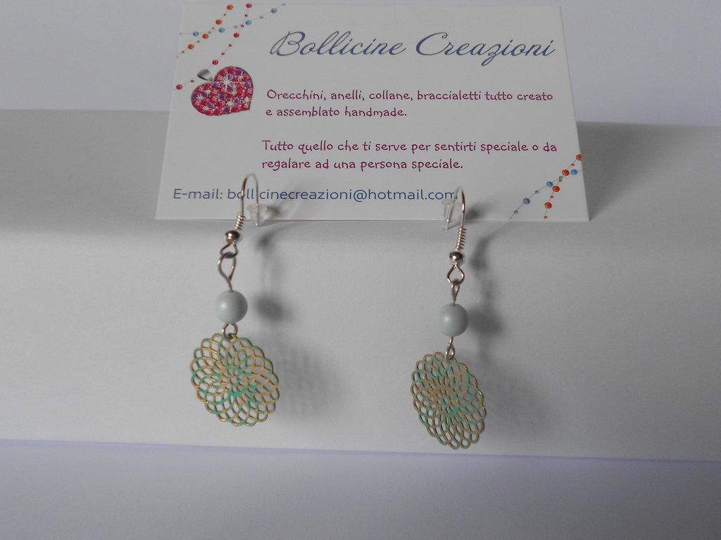 Orecchini pendenti con perle di Swarovski e filigrana tonda 19 mm oro opaco e turchese