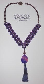 """Collana viola-blu con pendente in resina e nappa seta – Collezione """"Soutache Mon Amour"""""""