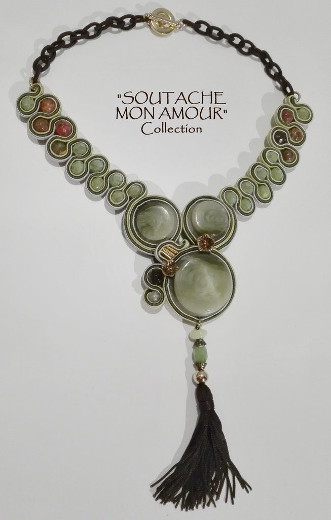 """Collana verde con 3 bottoni vintage e pendente nappa - Collezione """"Soutache Mon Amour"""""""
