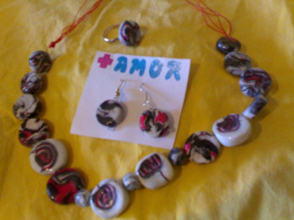 conjunto collar, pendientes y anillo