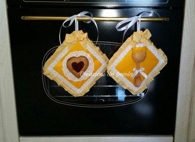 Presine con biscotto e cucchiaio gialle