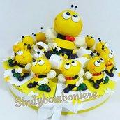 APE appoggio  torta 12 fette con CONFETTI e BIGLIETTO  con centrale salvadanaio APE giallo-nero