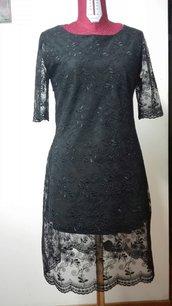 abito in pizzo nero foderato con ampia trasparenza sulla schiena Tg. 44 con  cerniera lampo laterale