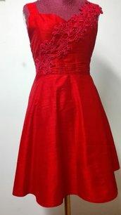 abito in shantung in seta rosso, con bretella applicata in crochet, foderato Tg.42/44
