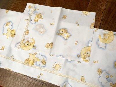 Lenzuolino per culla con orsetti tra nuvole e stelle- handmade