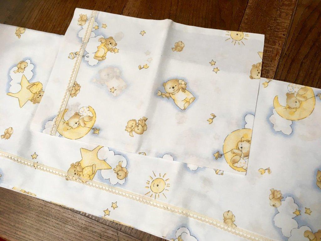 Lenzuolino per culla con orsetti tra nuvole e stelle handmade ba