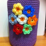 vaso da fiori lilla realizzato a uncinetto, idea regalo