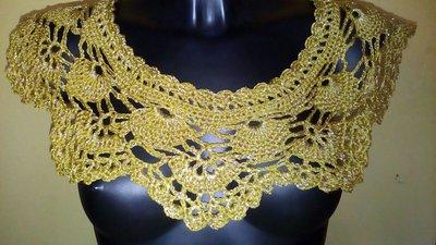 coprispalle in cotone e lamè realizzato ad uncinetto, giallo oro, idea regalo