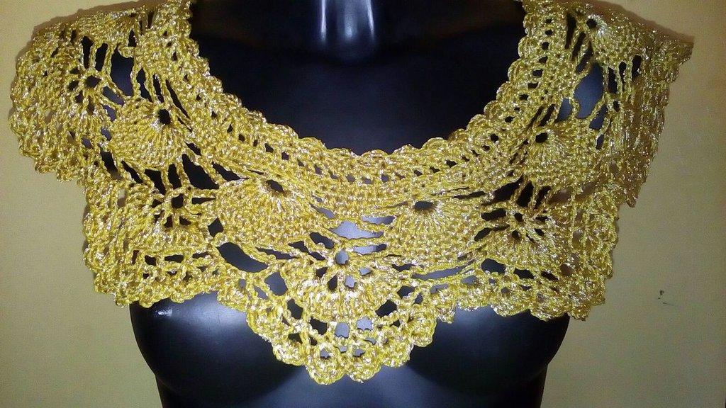 Coprispalle In Cotone E Lamè Realizzato Ad Uncinetto Giallo Oro I