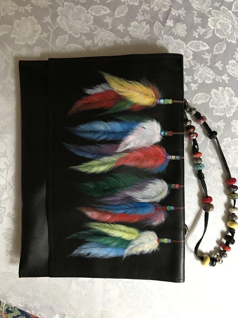borsa pochette nera in vera pelle dipinta a mano
