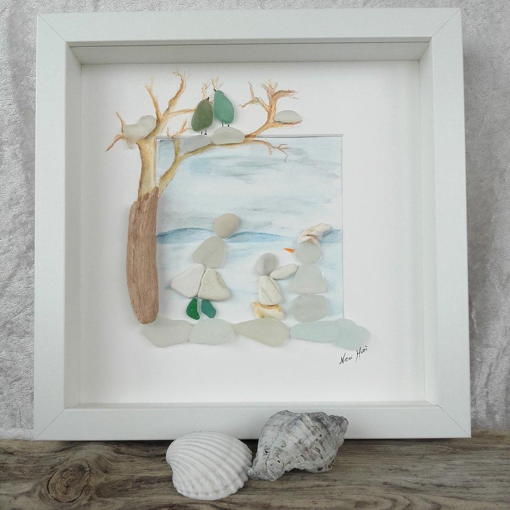 """Decorazione da parete in ciottoli e vetro di mare - """"Il pupazzo di neve"""""""