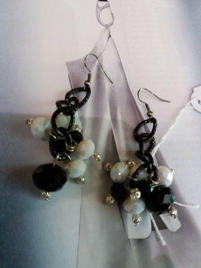 orecchini neri toni bianco e nero