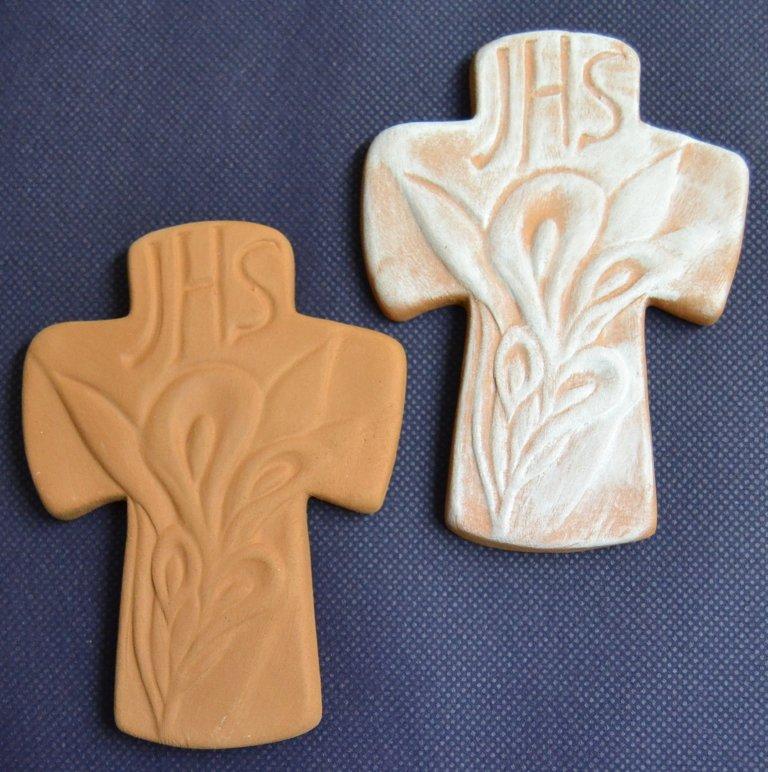 Croce pendaglio con simboli eucaristici. Comunione e cresima dim. 10 x 8 cm. ca. prodotto artigianale.