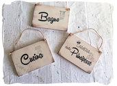 Targhette in legno personalizzate  per stanze,  da appendere  sulle porte di casa.