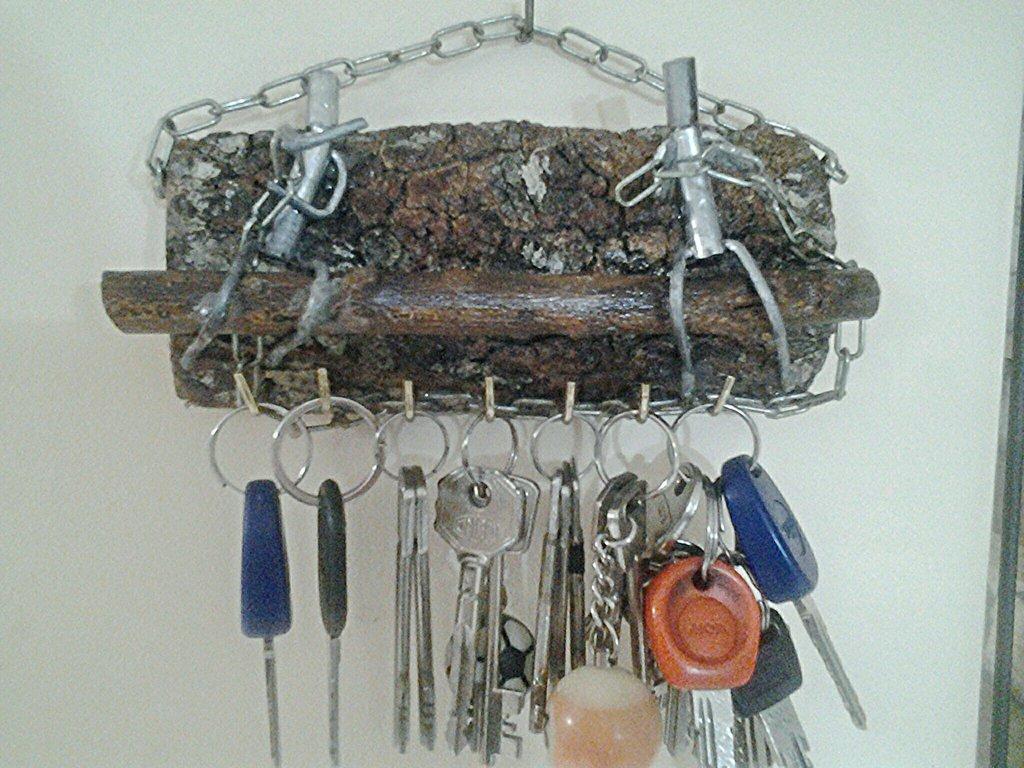 Portachiave stilizzato  in ferro e legno