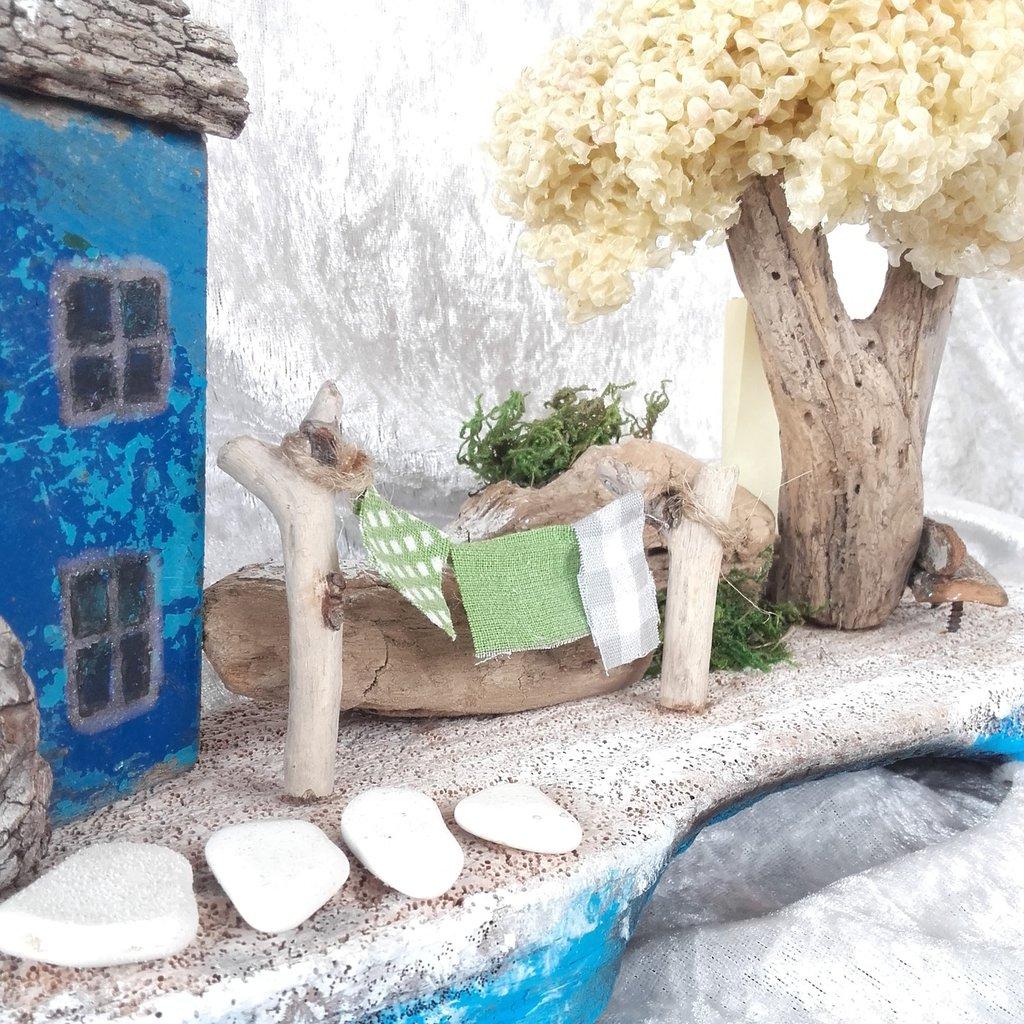 Decorazione in stile marino, casa sulla scogliera