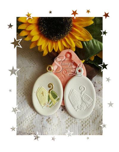 Stampo *Appendino ovale con simbolo cresima*