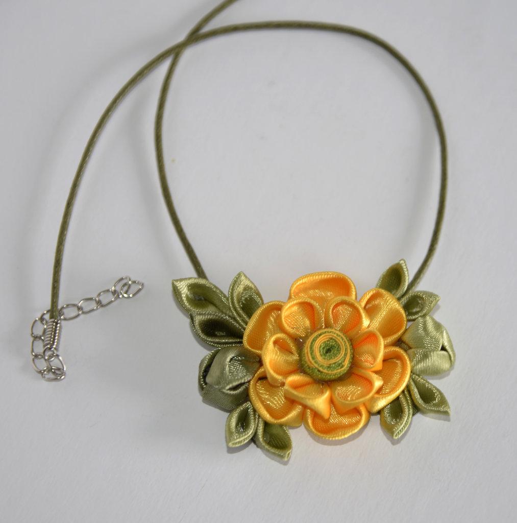 Collana kanzashi fiore giallo