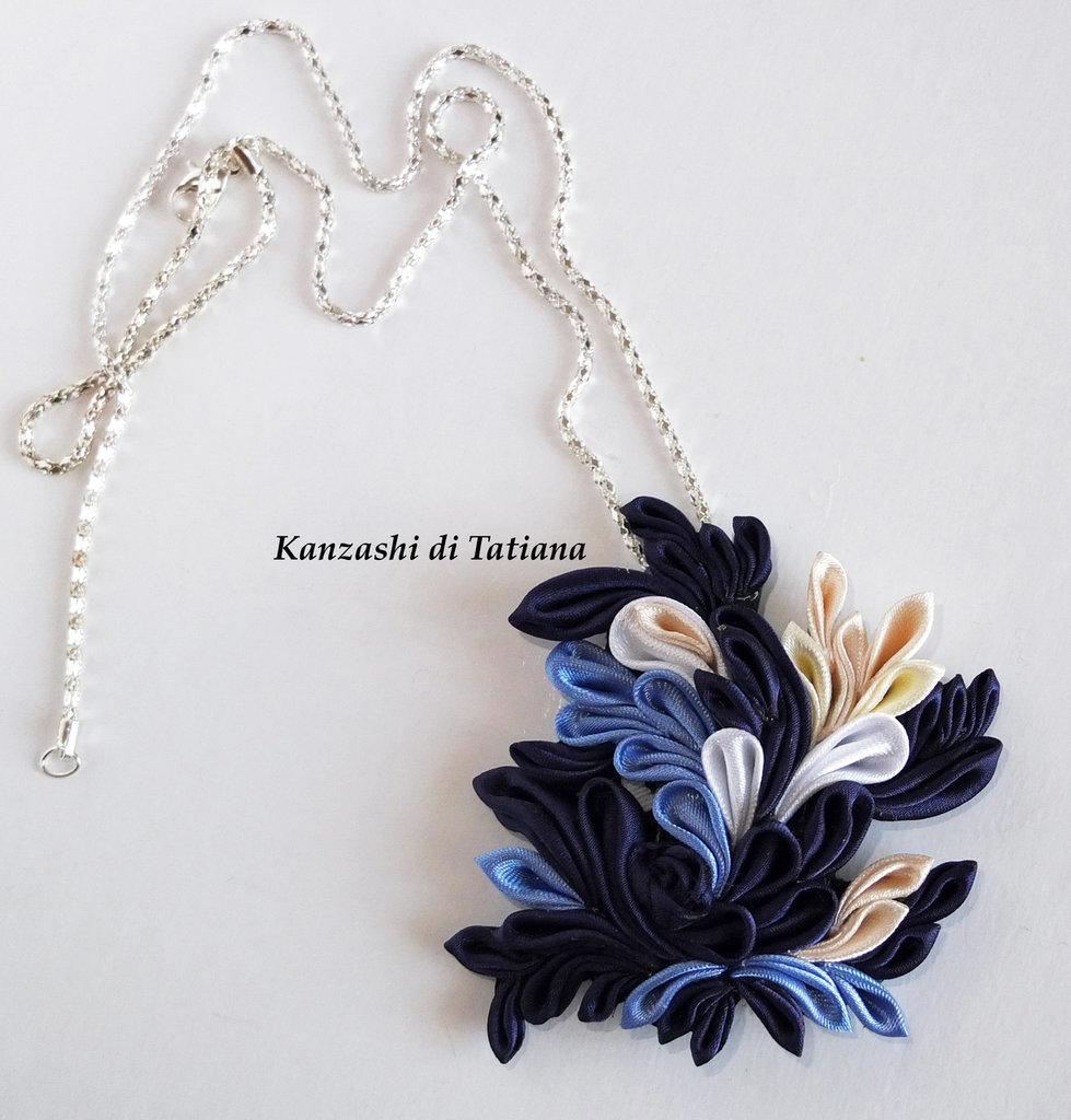Ciondolo kanzashi fantasia blu azzurro avorio