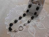 Collana di pietre dure nere sfaccettate con motivo laterale, idea regalo .