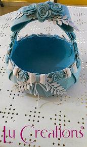 Cesta porta confetti/bomboniere per nascita azzurra e bianca