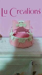 Cesta porta confetti/bomboniere per nascita, in feltro rosa e panna fatta a mano