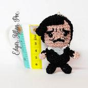 Edgar Allan Poe amigurumi portachiavi pupazzetto uncinetto