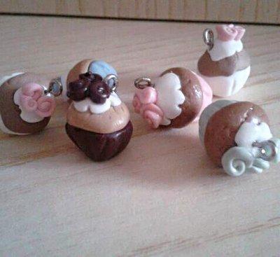 Bomboniera ciondolo cupcake muffin in fimo nascita battesimo comunione