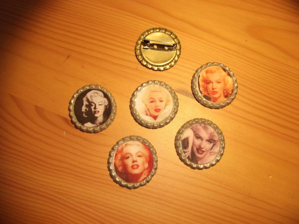 Spille Marilyn Monroe - tappo a corona. Scegli la tua preferita!