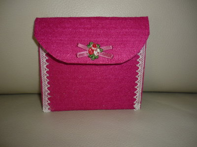 Portafoglio in feltro realizzatoa mano con fiocchetto e fiorellini