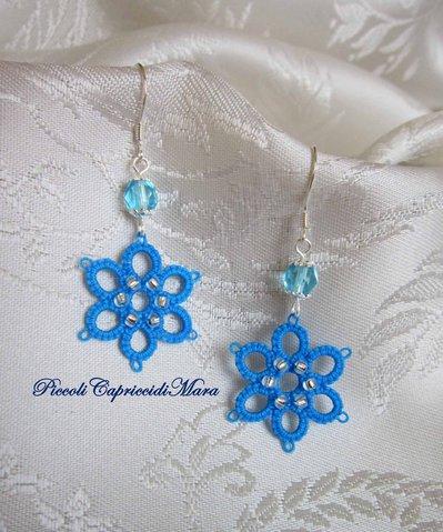 Orecchini azzurri al chiacchierino, cristalli azzurri, perline argentate