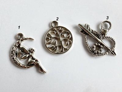3 Ciondoli in argento tibetano  CIO75-72-162