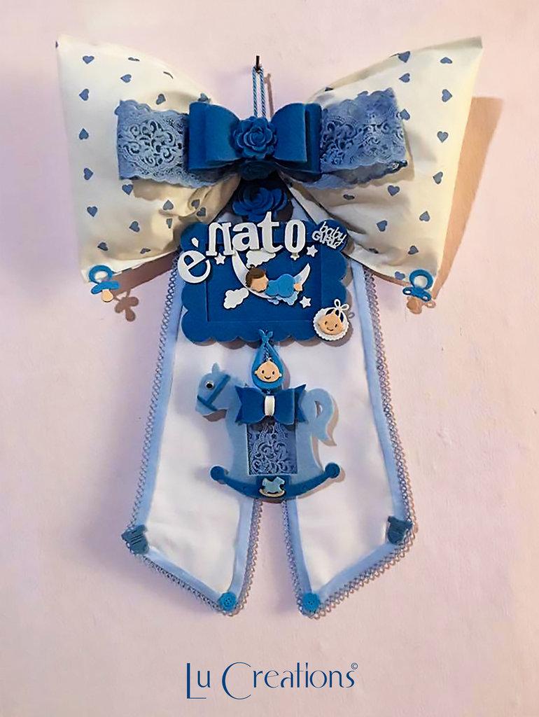 Fiocco nascita azzurro, blu e bianco con pois azzurri a forma di cuore