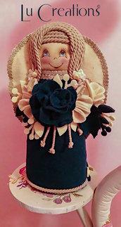 Dolcissima bambolina angioletto in feltro di lana blu e panna della bottega di Elisa