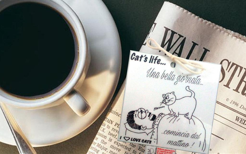 Biglietto d'auguri fatto a mano : caffè, giornale e gatto!