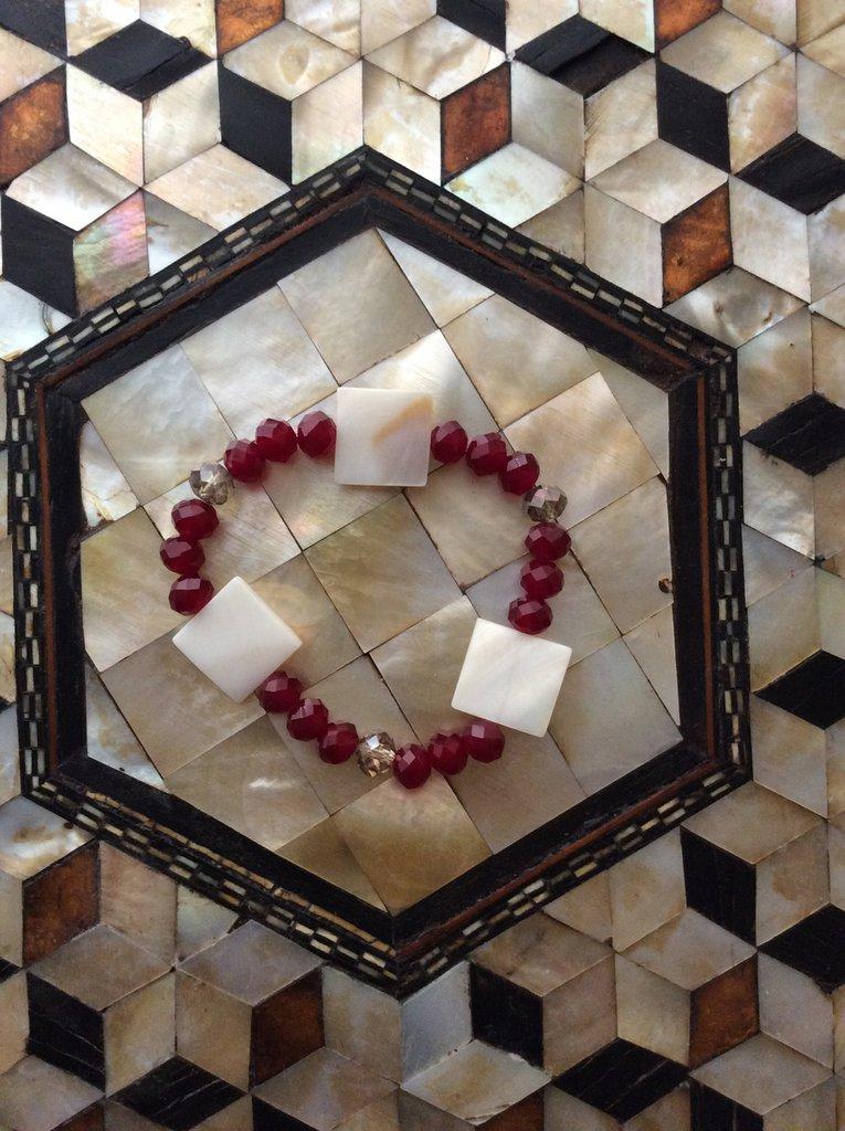 Bracciale rosso con cristalli