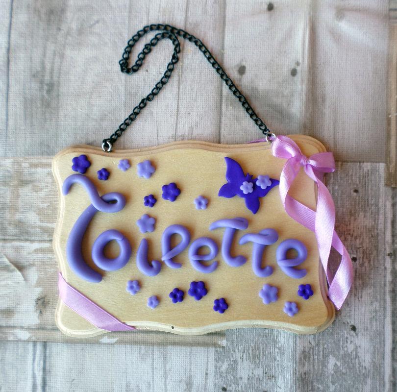 Targhetta Toilette bagno in legno e fimo fiori e farfalla da appendere alla porta
