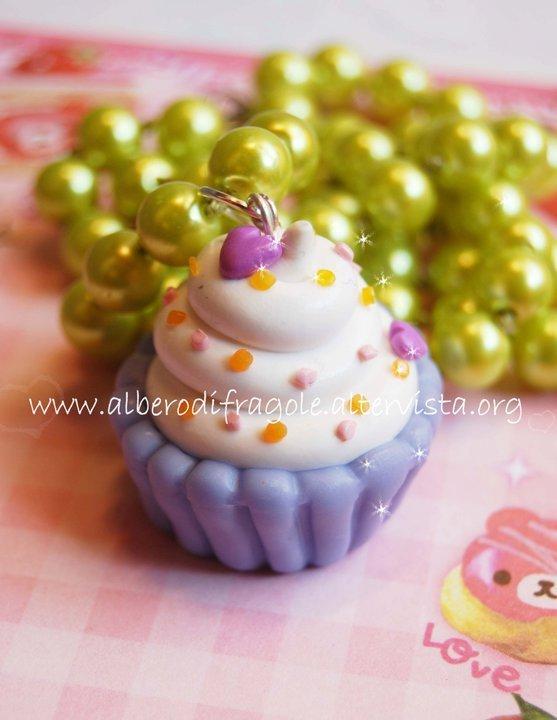 Liliac Cup Cake necklace