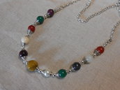 Collana lunga con sfere centrali di pietra dura colorata, idea regalo.