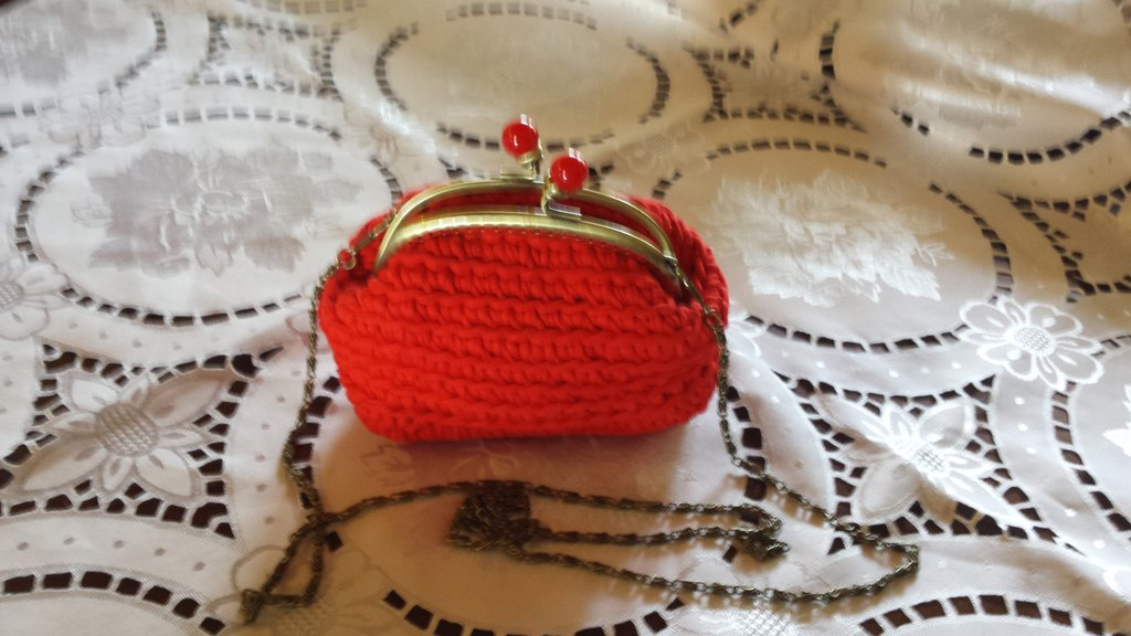 Pochette rossa con tracolla