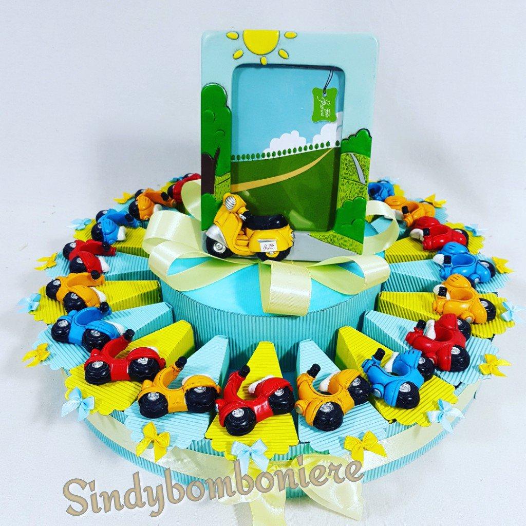 Torta bomboniera 20 vespette sprint magnete multicolor bomboniere eventi vari , compleanno, nascita, comunione.