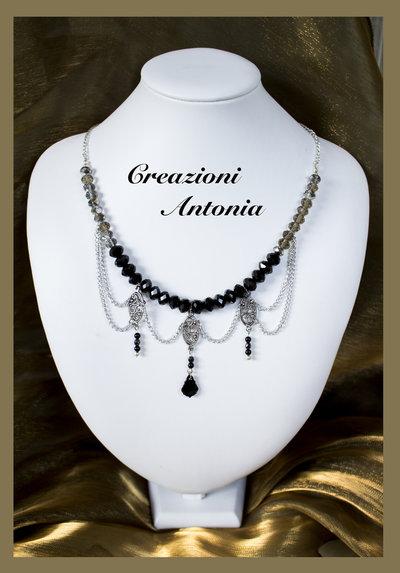 Collana stile gothico con cristalli e pendente swarovski