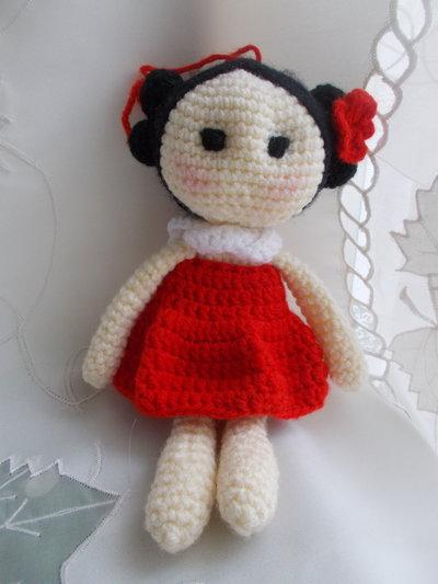 Bambola con sciarpa amigurumi